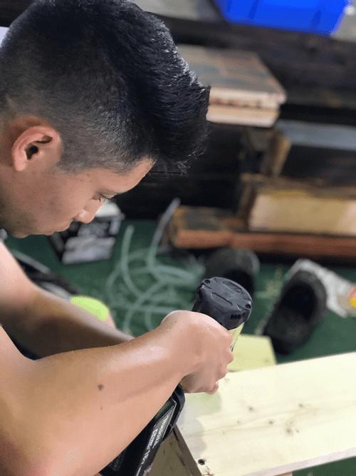 『アクアリストのお仕事は、家具屋さん?』 水槽架台の製作もあります。
